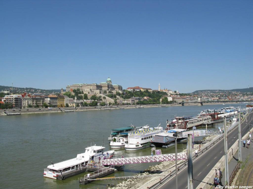 Donau mit Schiffen