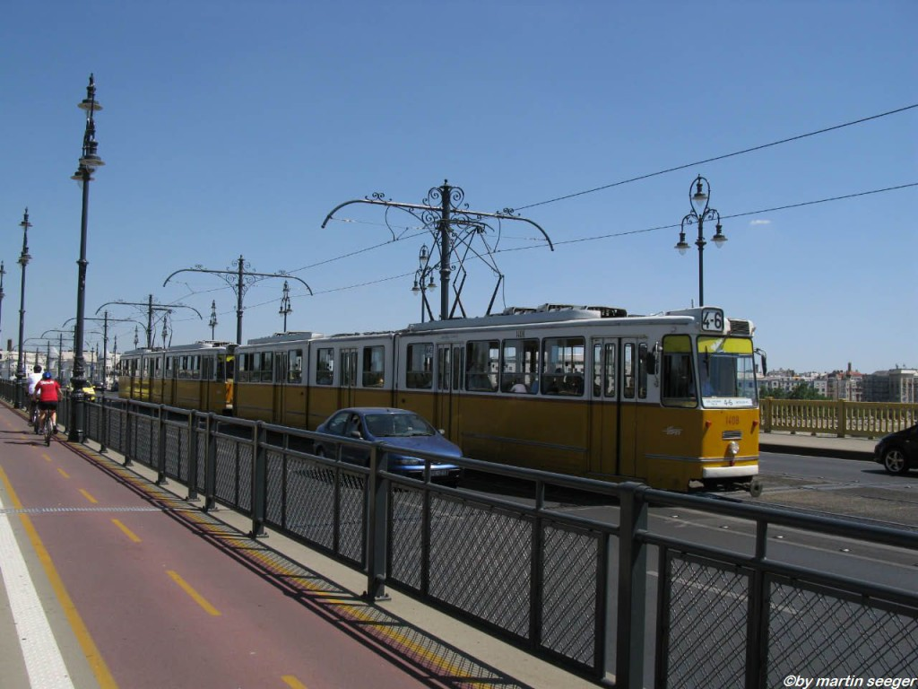 Eine Strassenbahn in Budapest, hier ein altes Exemplar
